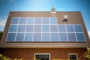 Østergaard Vinduespolering er eksperter i rengøring af solceller